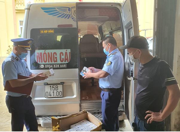 Quảng Ninh: Phát hiện xe ô tô khách vận chuyển thuốc lá điện tử không có nguồn gốc hợp pháp