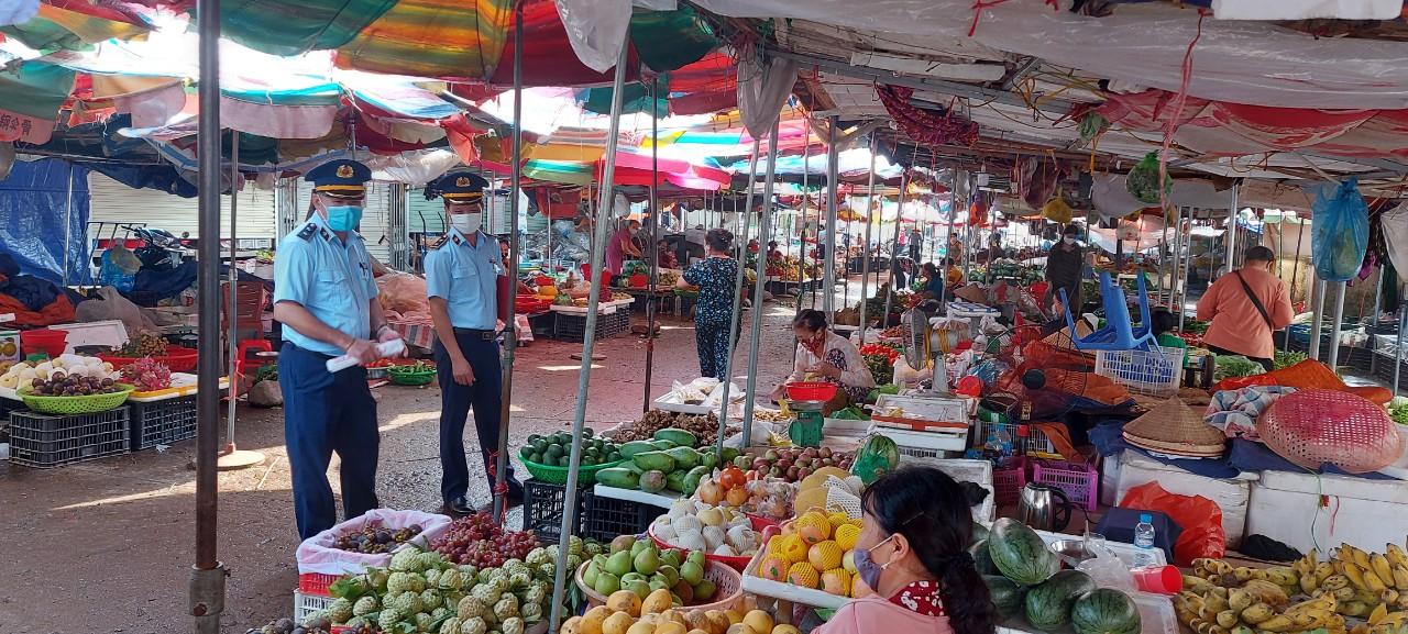 Cục QLTT Quảng Ninh: Điều chỉnh giảm 33 cuộc kiểm tra định kỳ tập trung sản suất kinh doanh, phòng chống dịch.